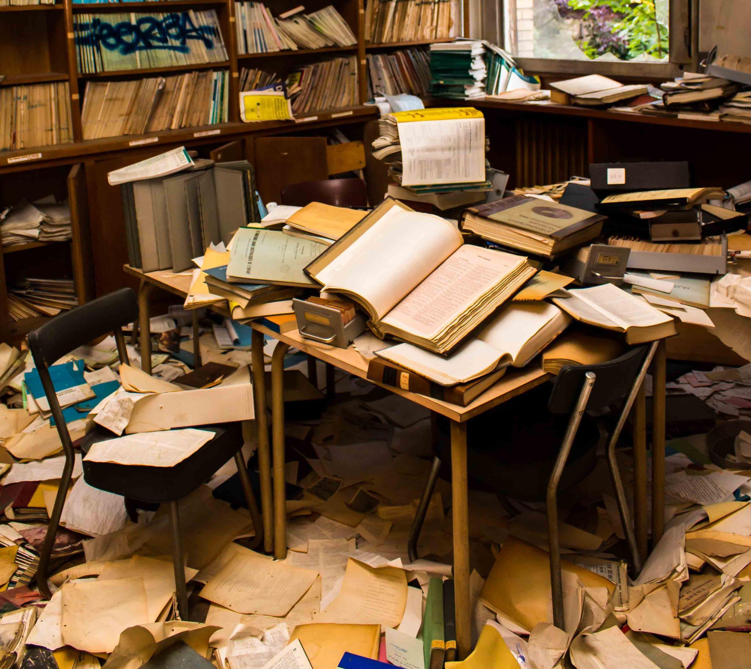 bibliothèque abandonnée